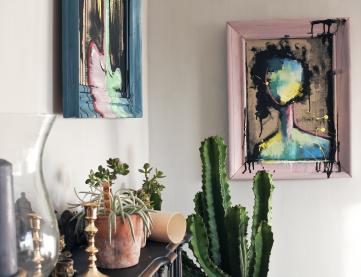 Loppisprylar, en ståtlig kaktus och tavlan 'No face Nancy'